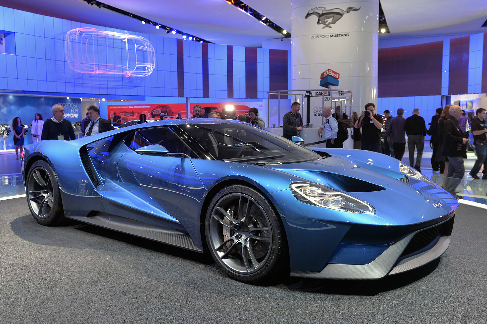 The new carbon-fiber 600-horsepower 2017 Ford GT is a twin-turbo beast
