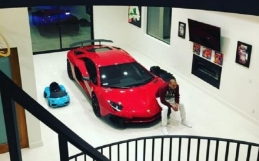CHRIS BROWN BUYS LAMBORGHINI AVENTADOR SV